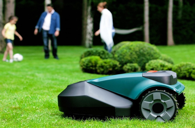 Comparison of Robotic Lawn Mowers