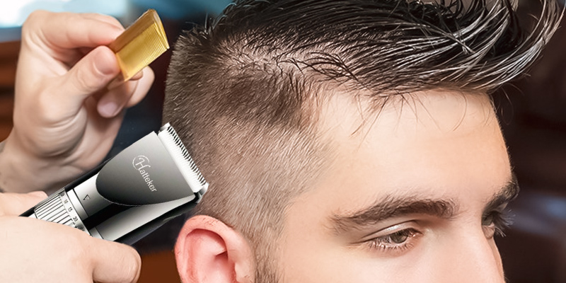 Hatteker RFC-690 01 Hair Clipper in the use