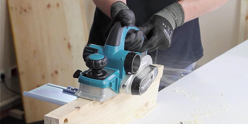Makita DKP180Z Electric Cordless Hand Planer in the use