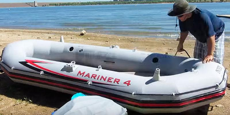 Intex Mariner 4 Set with Aluminum Oars & High Output Air Pump in the use