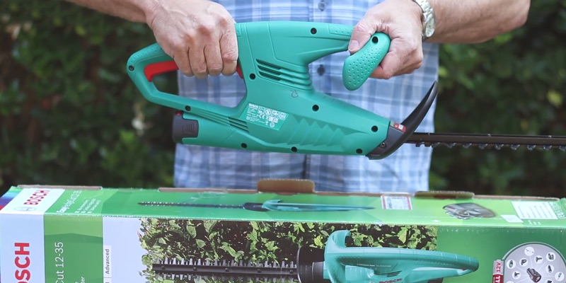 Review of Bosch EasyHedgeCut 12-35 Cordless Hedge Cutter
