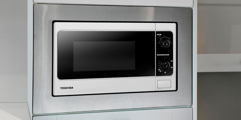 Toshiba MM-MM20P Manual Microwave Oven in the use