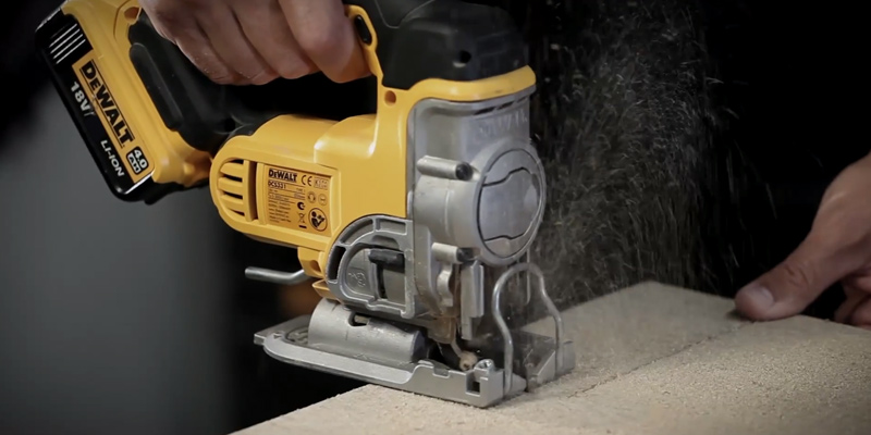 Review of DEWALT DCS331N-XJ Lithium-Ion Jigsaw
