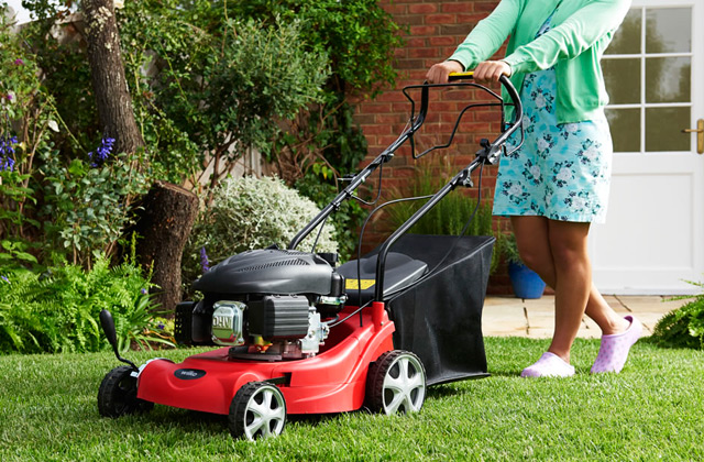 Comparison of Petrol Lawn Mowers