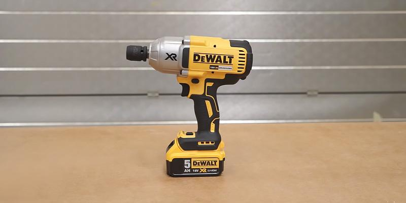 DEWALT DCF899P2-GB Cordless Brushless High Torque Impact Wrench in the use