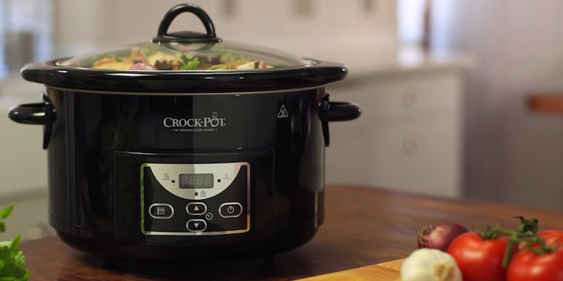 Crock-Pot SCCPRC507B-060 4.7L Gloss Black Digital Countdown Slow Cooker in the use