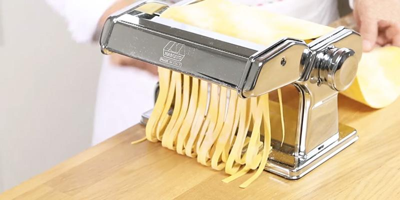 Marcato Atlas 150 (MC002057) Pasta Machine in the use