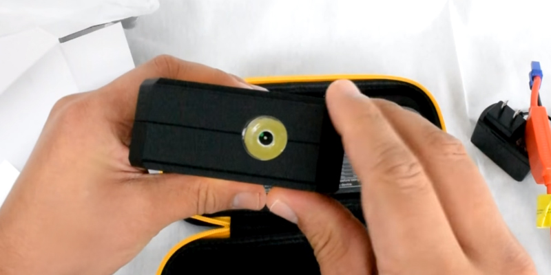 DBPOWER 600A Peak 18000mAh Car Jump Starter in the use