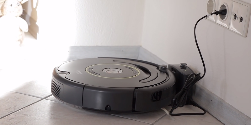 iRobot Roomba 650 Vacuum Cleaning Robot in the use
