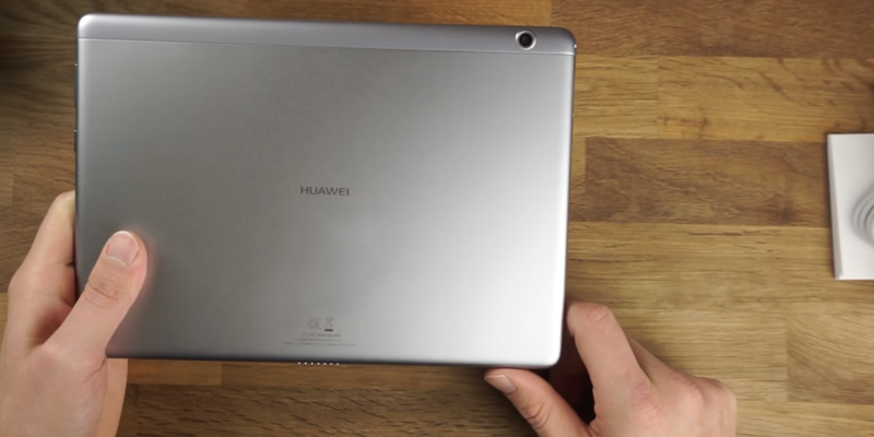 "Huawei MediaPad T3 (53018635) 10"" Tablet (Qualcomm Quad-core 1.4GHz, RAM 2GB, ROM 16GB) in the use"