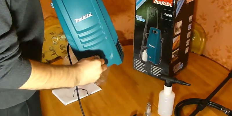 Makita HW101 Compact Pressure Washer, 240 V in the use