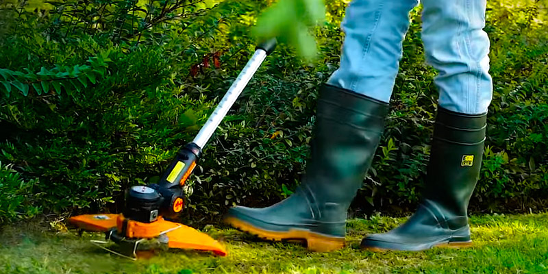 WORX WG118E Corded/Electric Grass Trimmer in the use