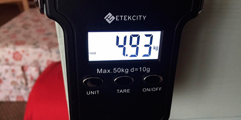 Review of Etekcity 679113381131 50kg/110lb Luggage Scales with White Backlit LCD Display, Data Hold Function, Tare Function, Ergonomic Handle and Stainless Steel Hook