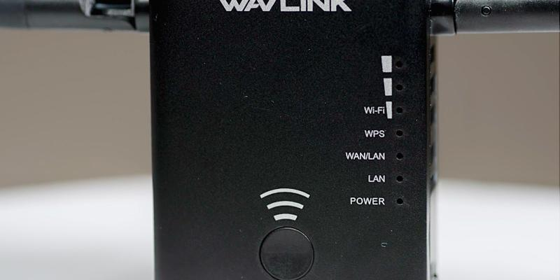 Wavlink AC1200 Dual Band Wifi Range Extender in the use