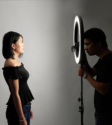 Review of Neewer Dimmable Photo Studio Ring Flash Light with stand
