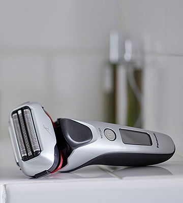 Review of Panasonic ES-LT2N Three Blade Wet and Dry Electric Shaver