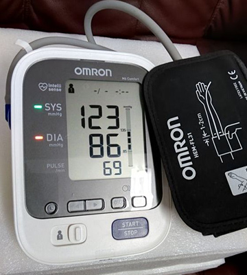 Review of Omron M6 COMFORT Intellisense Upper Arm Blood Pressure Monitor