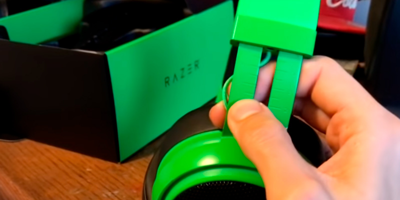 Razer Kraken Gaming Headset with Retractable Mic (PC, PS4 & Mobile Devices) in the use