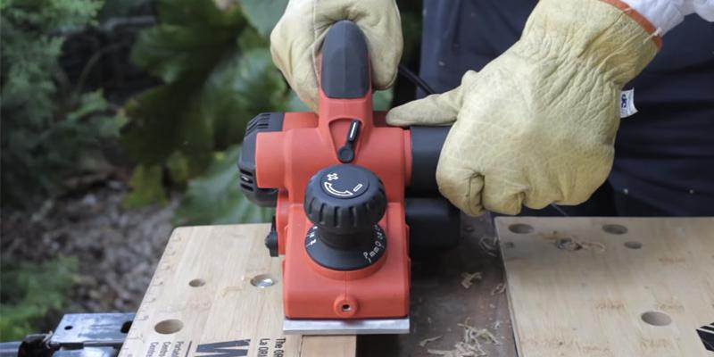 BLACK+DECKER KW750K-GB High Performance Rebating Planer, 750 W in the use