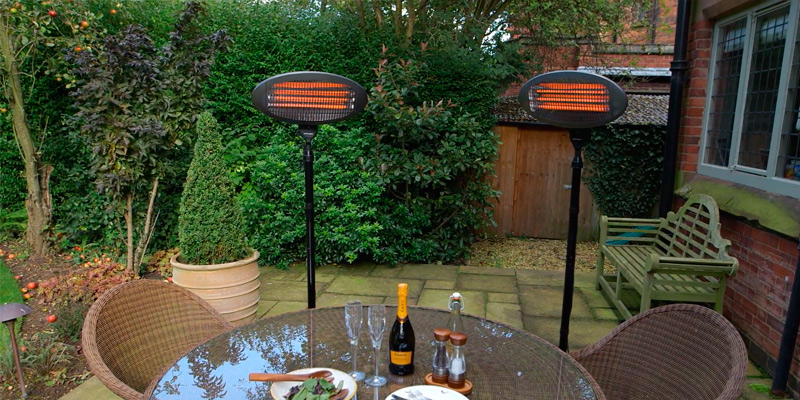 LIVIVO 2KW Outdoor Free Standing Quartz Electric Garden Patio Heater in the use