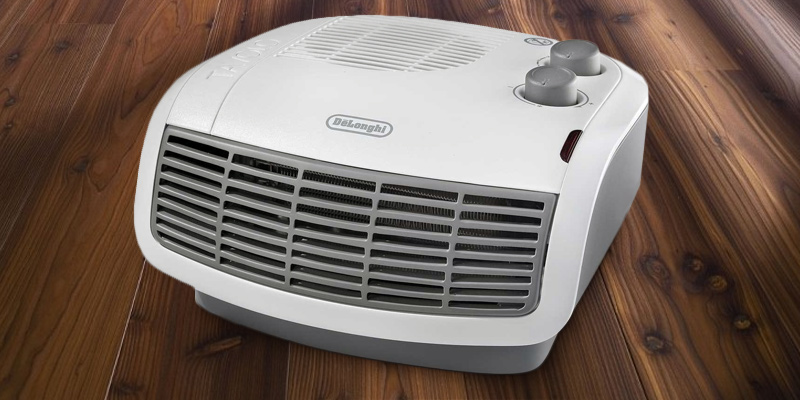 De'Longhi HTF3033 Horizontal Fan Heater in the use