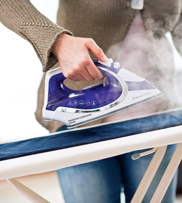 Review of Russell Hobbs 23300 Cordless Steam Iron
