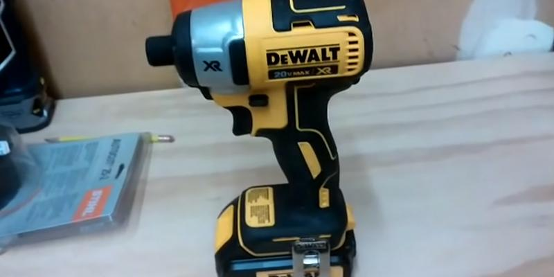 DEWALT DCF886N-XJ in the use