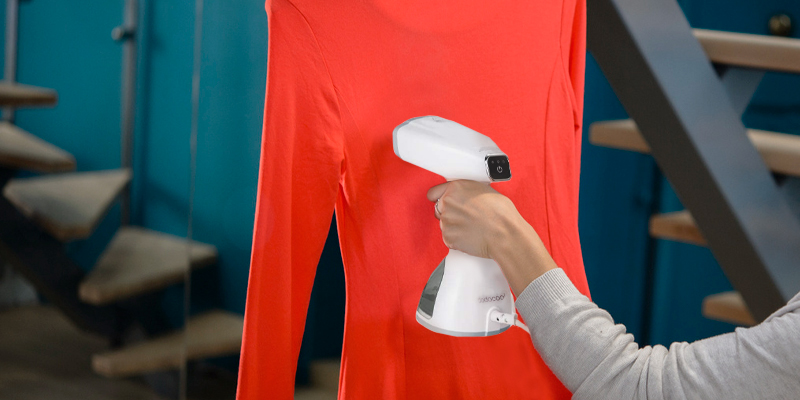 Dodocool 2020 New LCD Smart Powerful Garment Steamer in the use