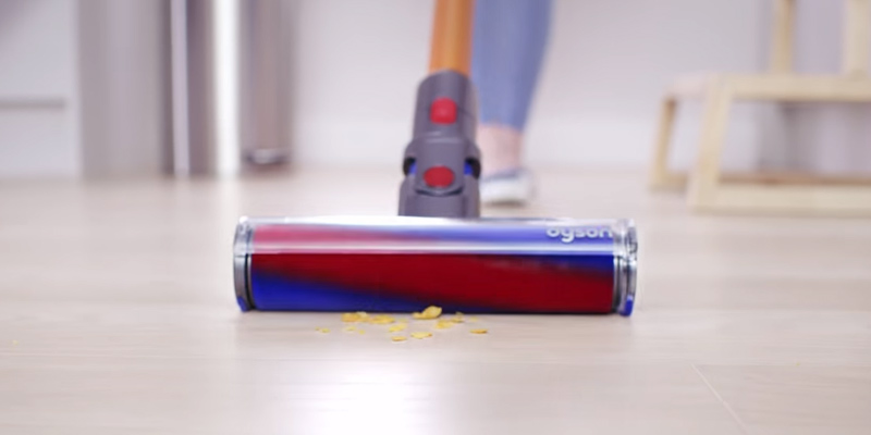 Dyson V8 Absolute in the use