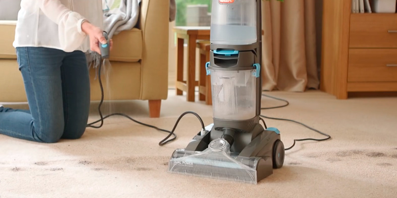 Vax ECR2V1P Dual Power Pet Advance Carpet Cleaner in the use