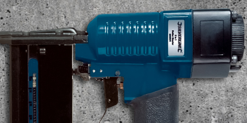 Silverline 633524 Gauge Air Nailer Stapler in the use