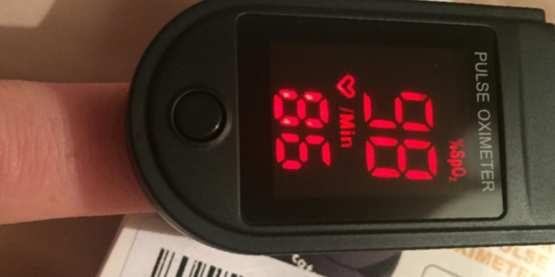 Zacurate Pro Series CMS 500DL Pulse Oximeter in the use
