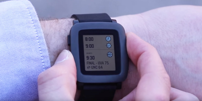 Pebble 501 Time for Smartphone - Black in the use