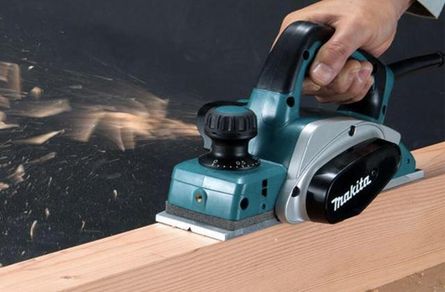 Best Electric Hand Planers for Carpenters and DIY Woodworkers
