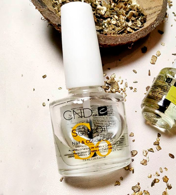 Review of CND SolarOil Nail and Cuticle Conditioner