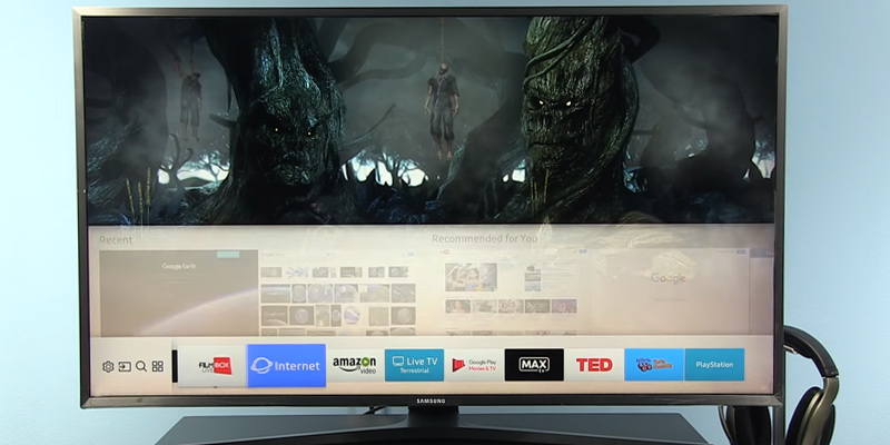 Samsung UE40MU6120KXXU SMART Ultra HD TV in the use