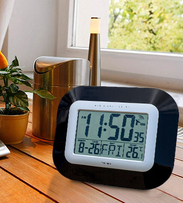 Review of Youshiko YC8021 Radio Controlled LCD Wall Mountable and Desk Clock