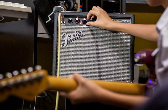 Best Acoustic Electric Guitar Amplifiers That Inspire You to Play