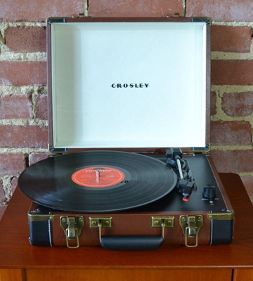 Review of Crosley CR6019A-BR Executive Briefcase Style Turntable